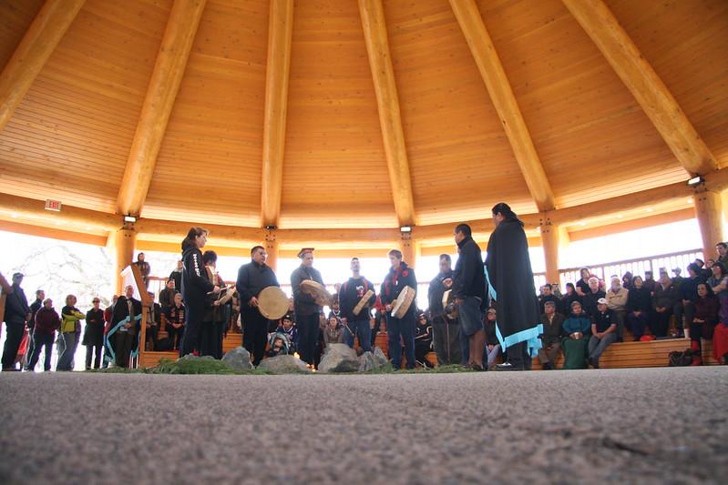 Decorative image of people gathered in Na'tsa'maht