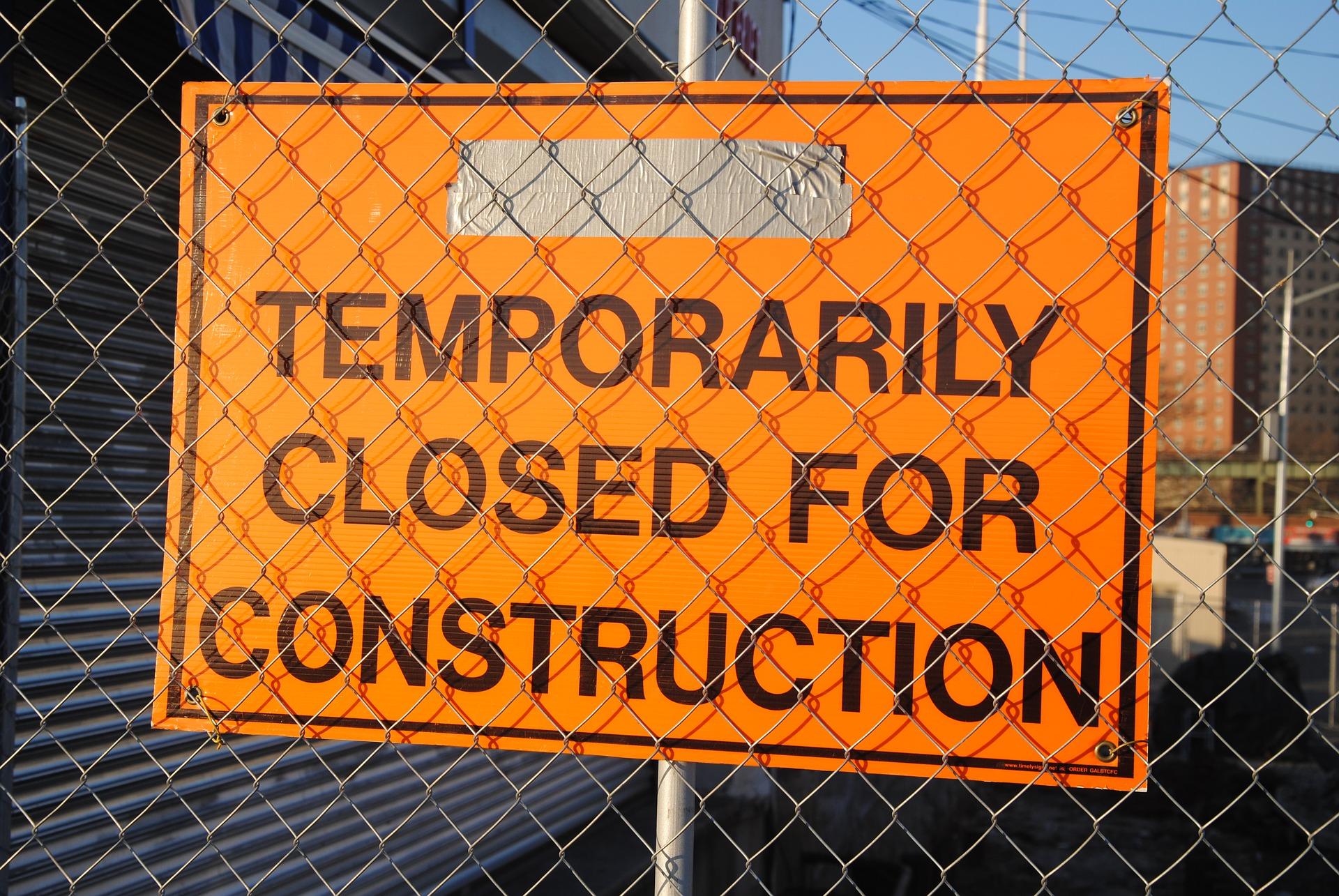 photograph of sign that says temporarily closed for construction