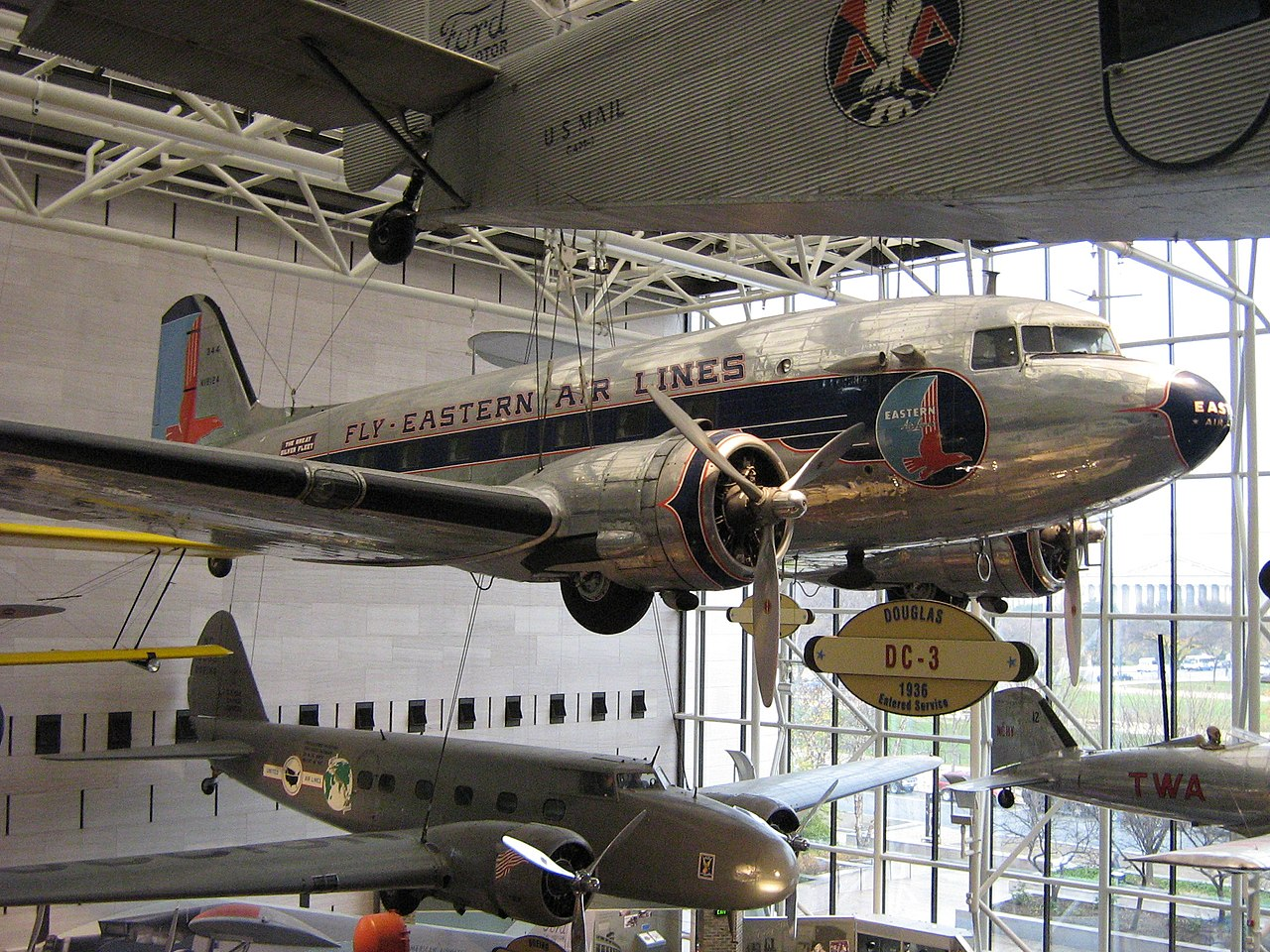 Smithsonian National Air & Space Museum - Interior - Douglas DC-3 (Image)