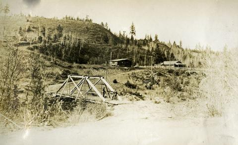 2014.10.1.156 - Blackwater telegraph cabin and bridge