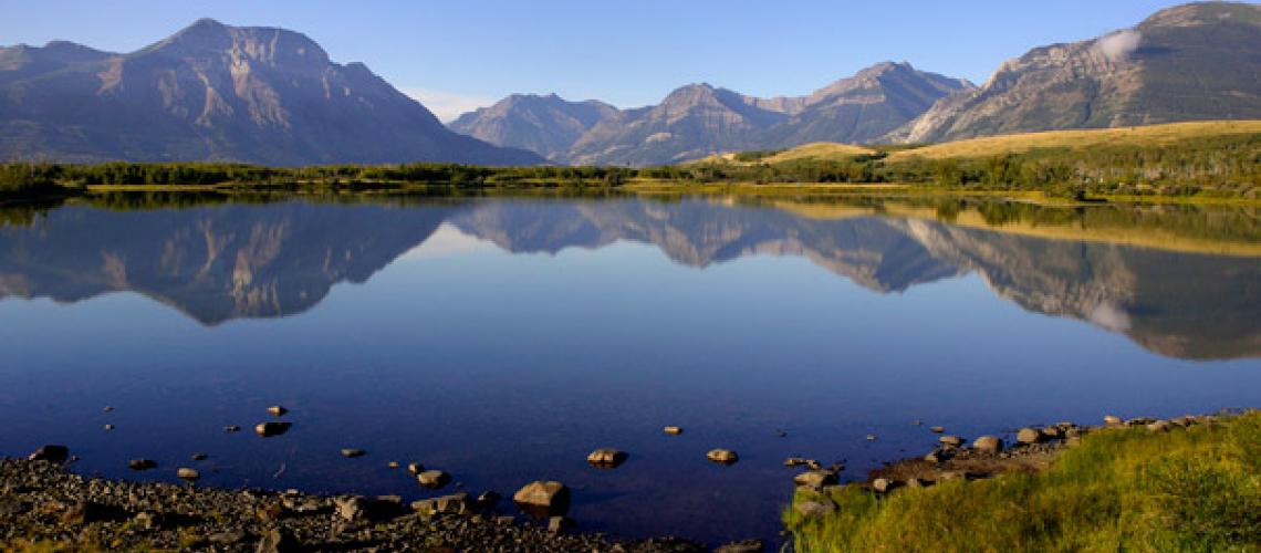 Image of mountains surronding a lake