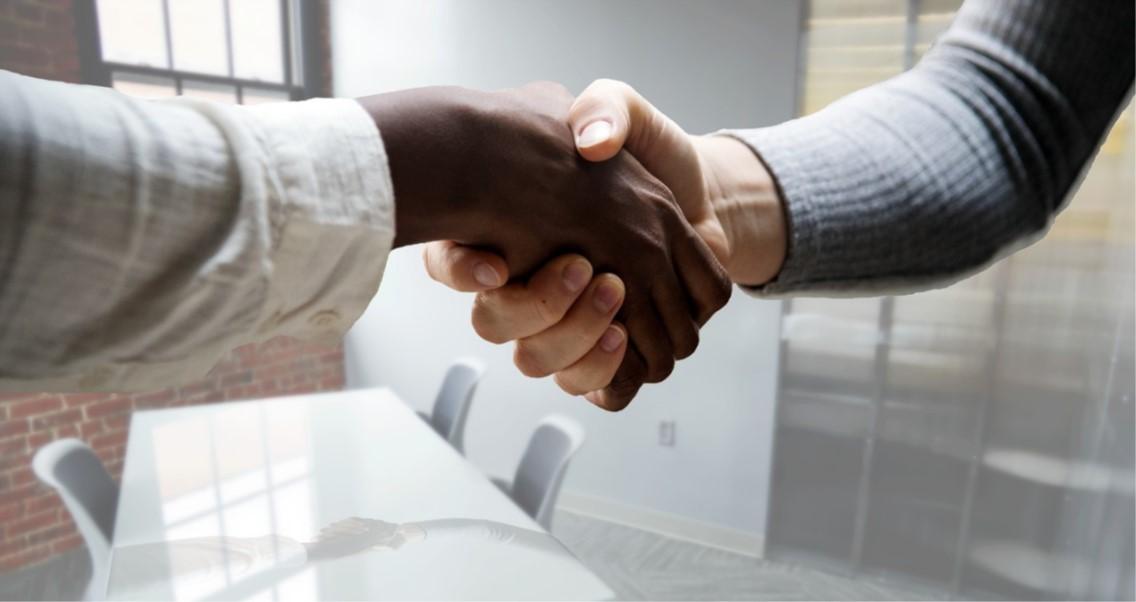 Poignée de main - entrevue d'embauche