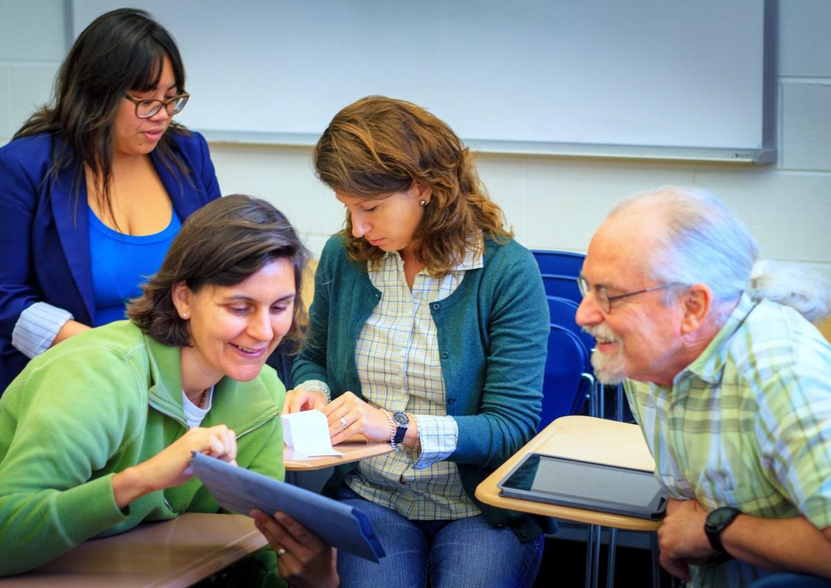 Atelier d'apprentissage avec des adultes