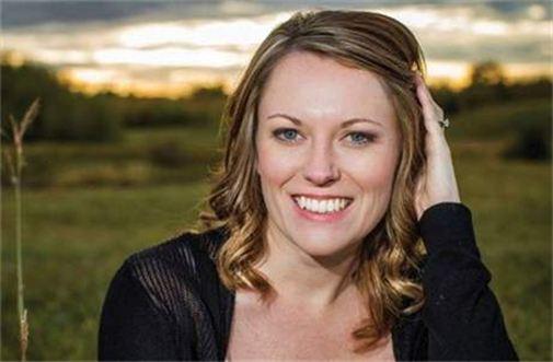 Author Jennifer Snow