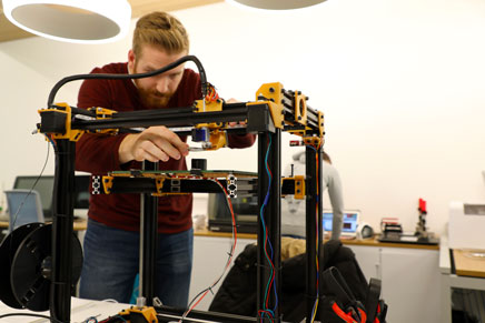 Stian French, Bachelor of Science student, with the 3D printer he made in the Maker Studio